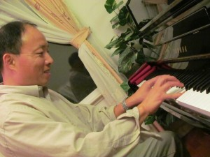 In the aftermath of his near-death experience, George Huang returns to his old lifestyle and finds peace in playing the piano, one of his old hobbies.