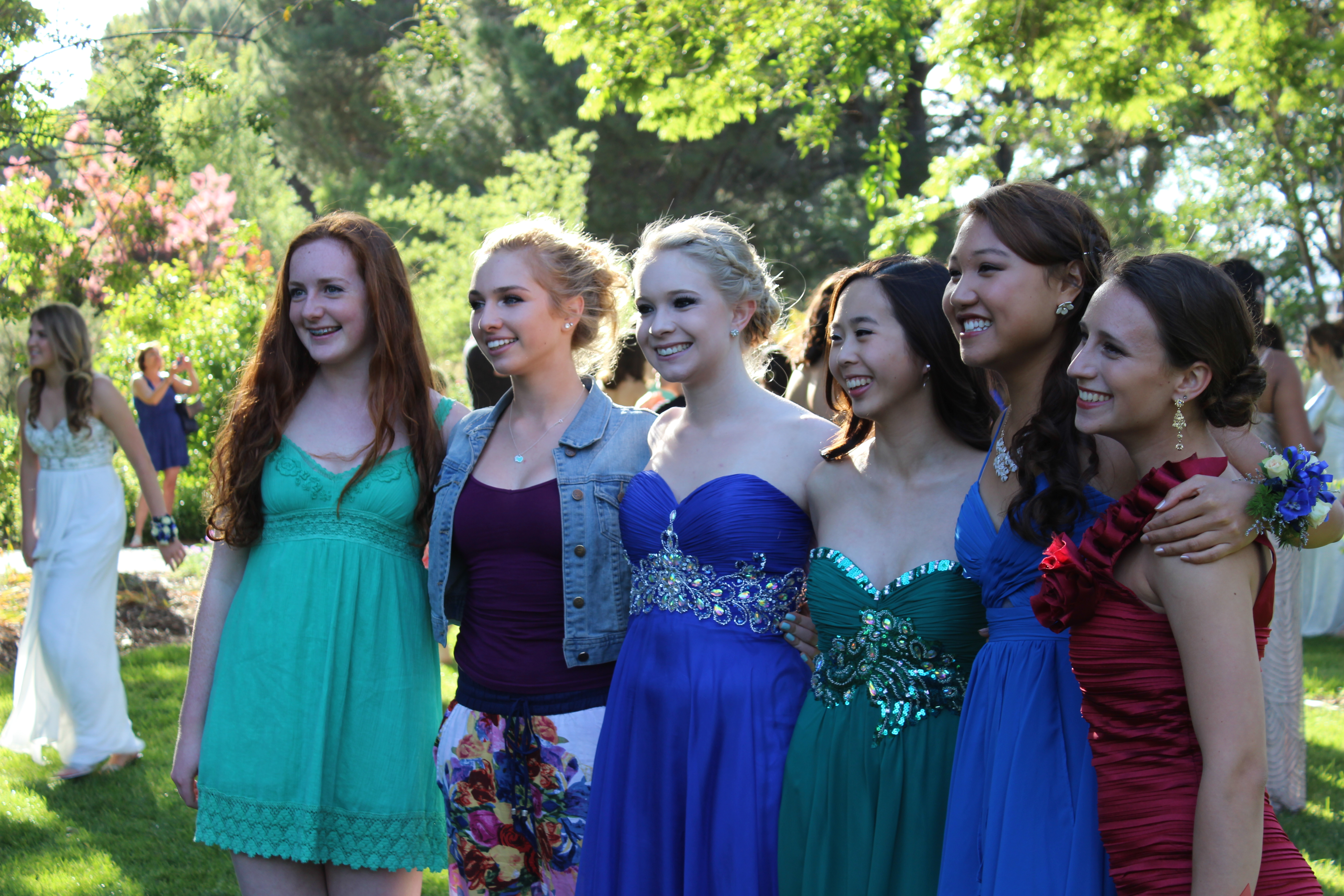 Photos Students Snap Pictures Before Heading To Prom
