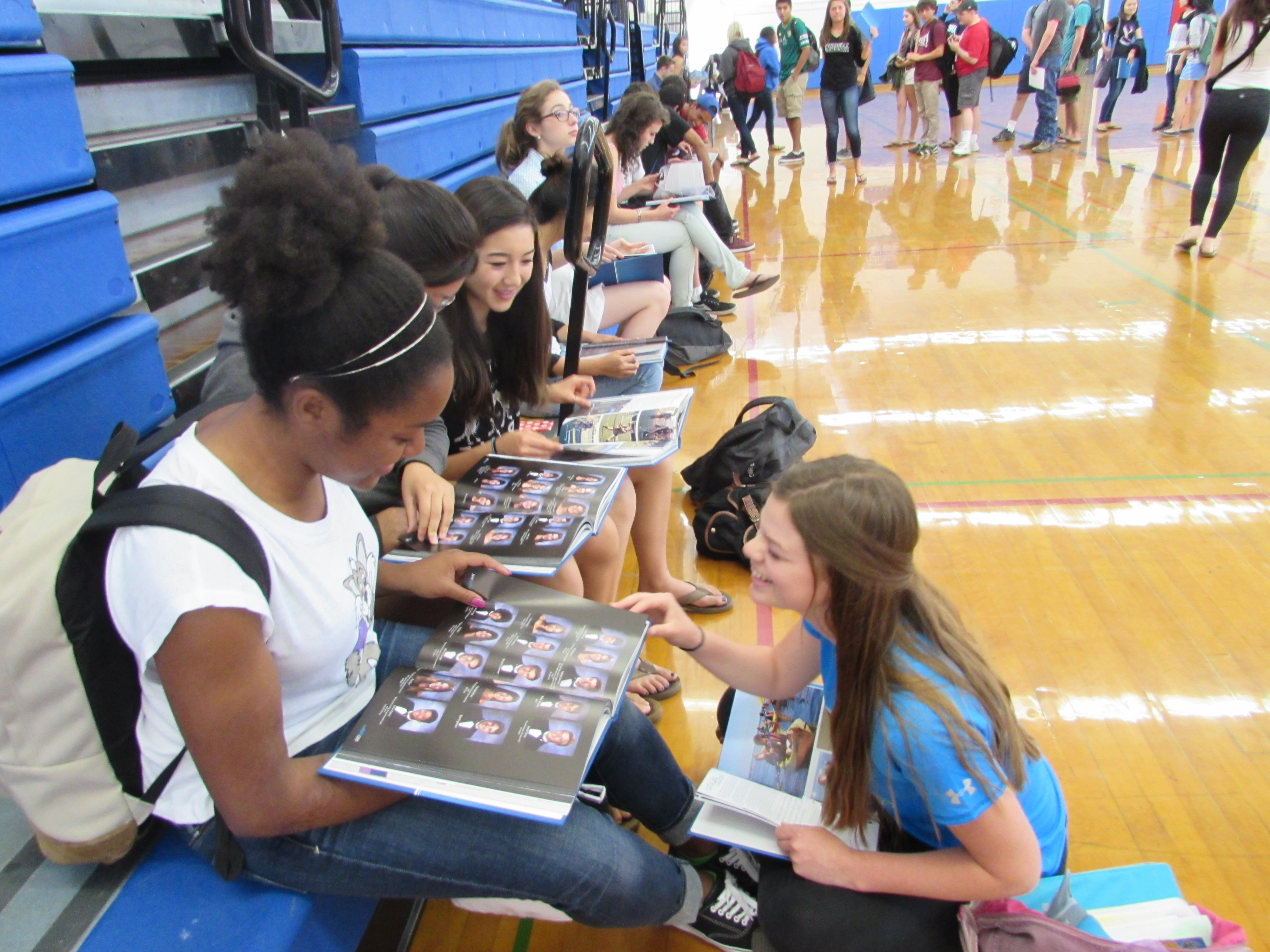 Seniors Sabrina Williams (left), Michaela Joerger and many other seniors were particularly interested in the senior portraits. Photo by Ashley Han.