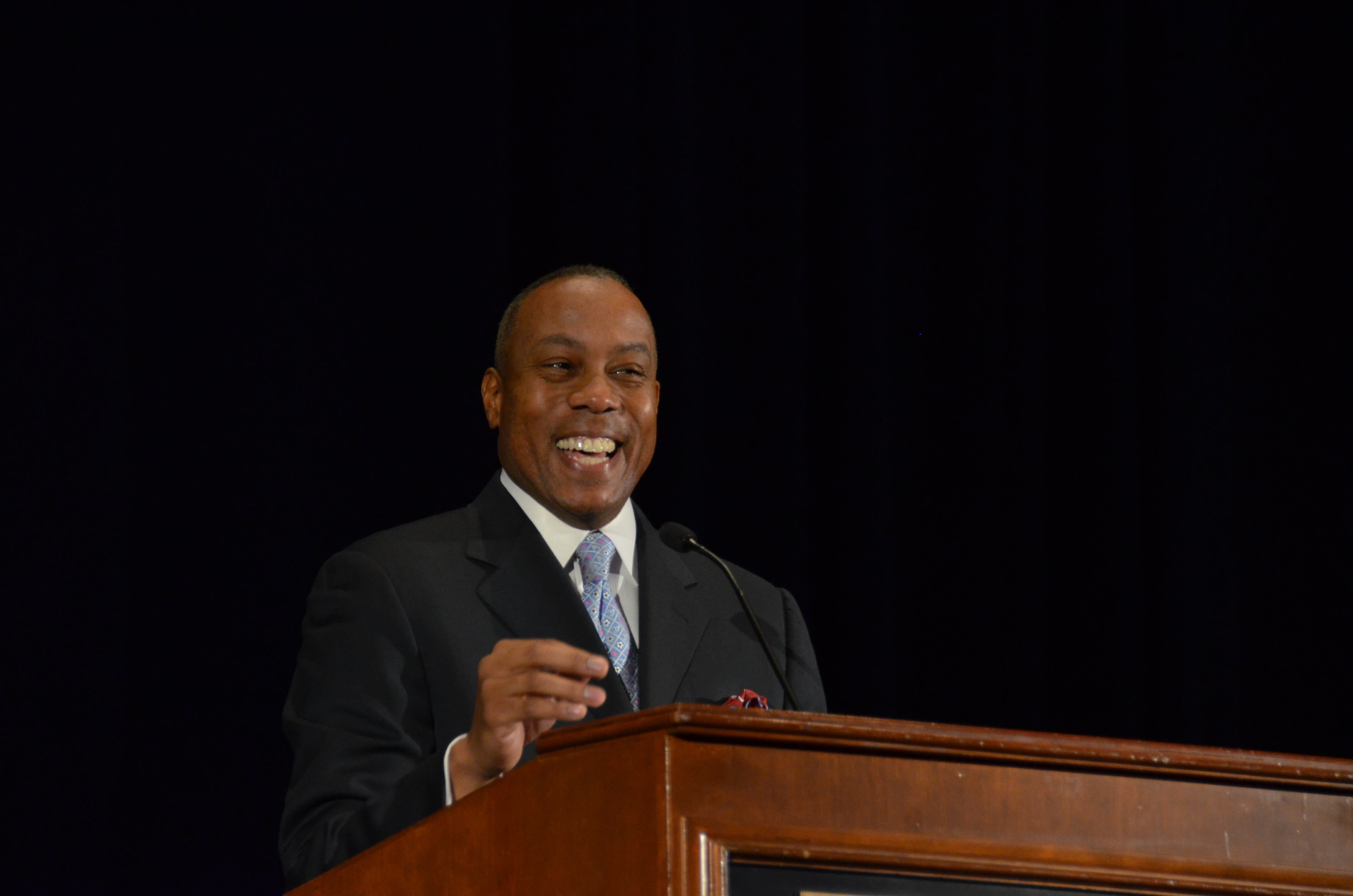 ESPN anchor Jay Harris gives a speech in front of thousands of high school journalists at this years JEA/NSPA Fall Convention. Photo by Thomas Oide.