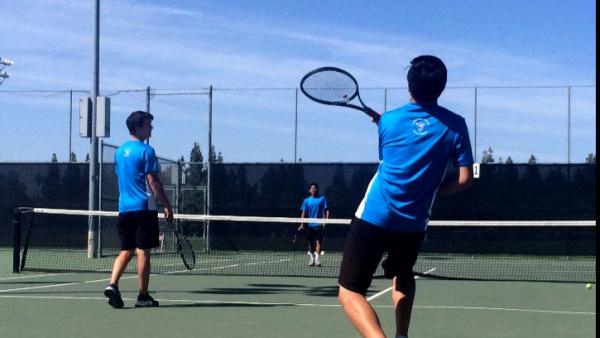 Men's varsity tennis takes down Franklin
