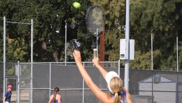 Women's tennis tops Oak Ridge in season opener
