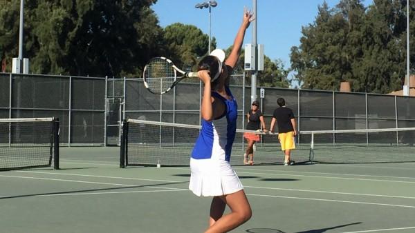 Women's tennis smashes Pioneer 6-3