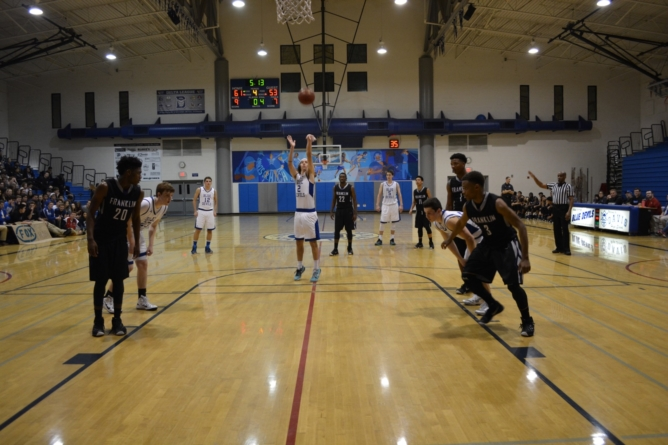 Men's basketball edges Franklin Wildcats