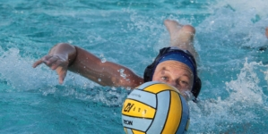 Women's water polo crushes the Crushers
