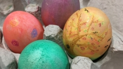 DIY: Dyed Easter eggs
