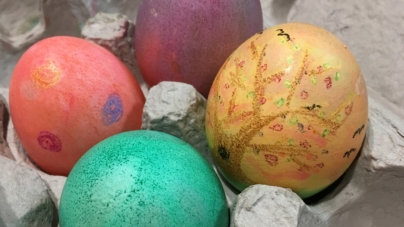 DIY: Dyed Easter eggs