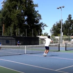 Men's tennis sweeps Oak Ridge