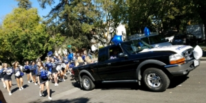 Clubs and teams participate in homecoming parade