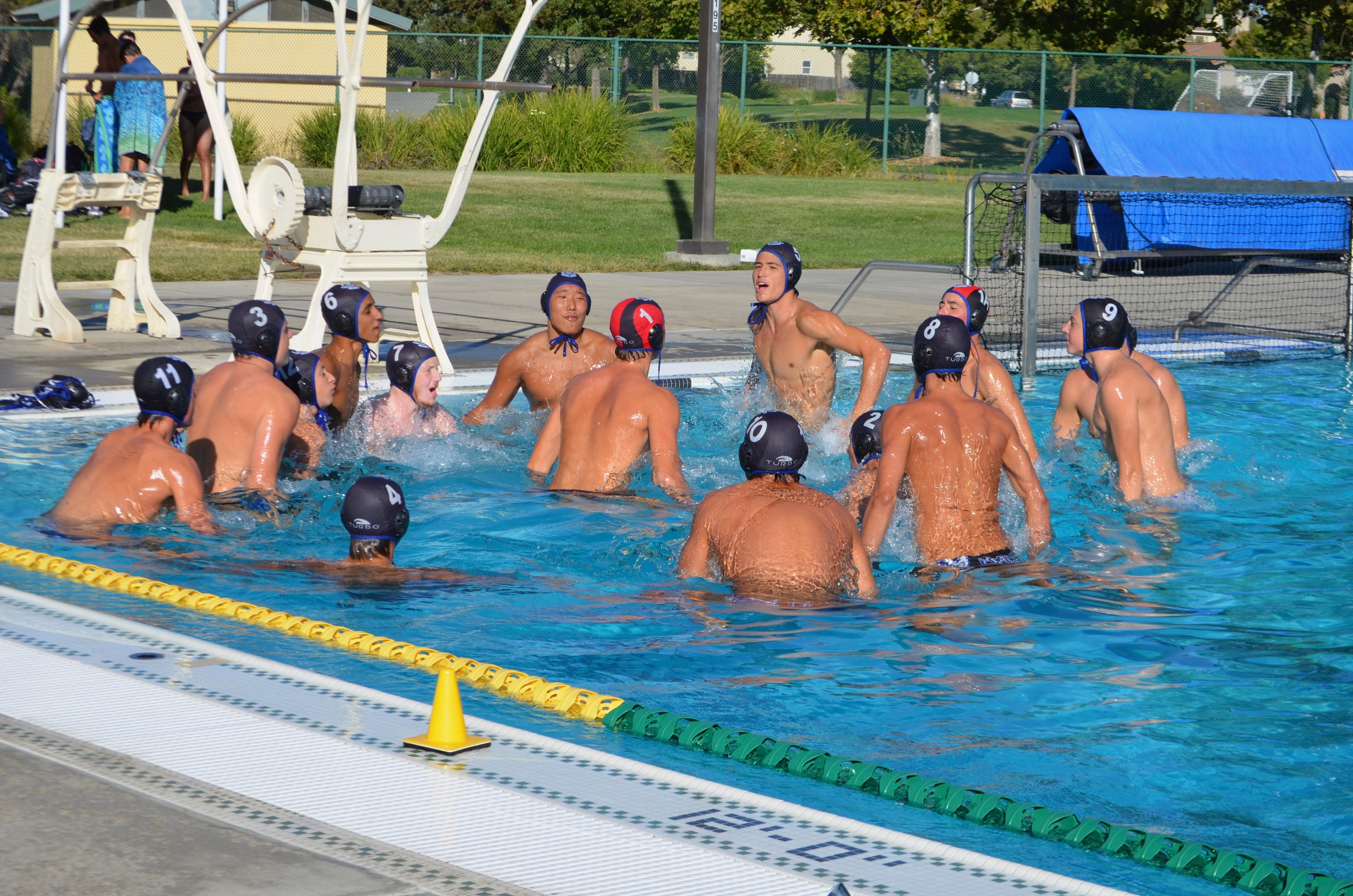 Men's water polo ends season with close loss