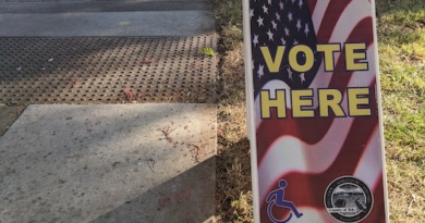 The vote here sign outside the Veteran's Memoral Center