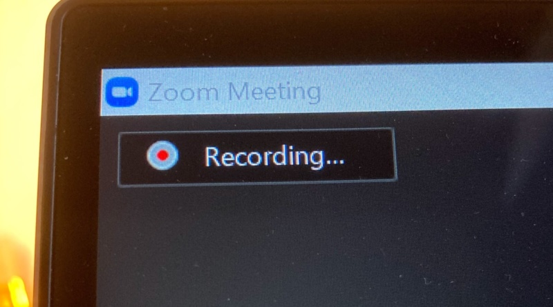 Recording signal in the top left corner of a Zoom meeting